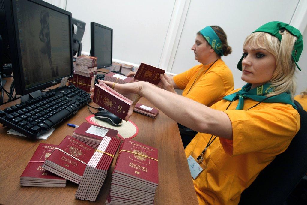 Сотрудницы паспортного стола