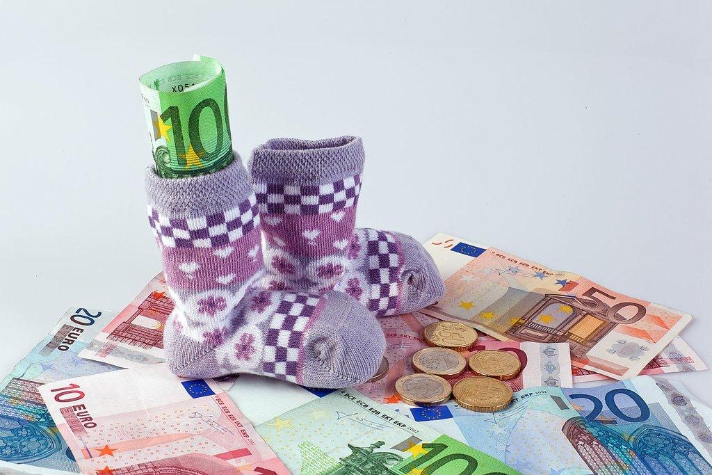 Деньги и детские вещи