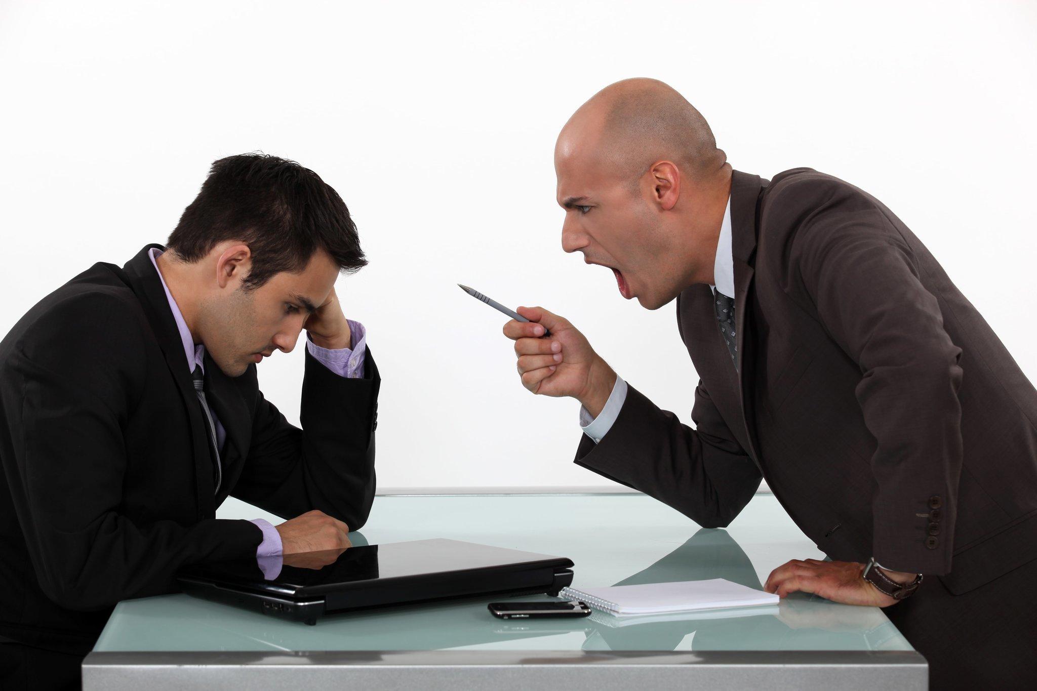 Служебный этикет руководителя заставляет организовывать ход работы таким образом, чтобы обязанности всех подчиненных были четко разграничены.