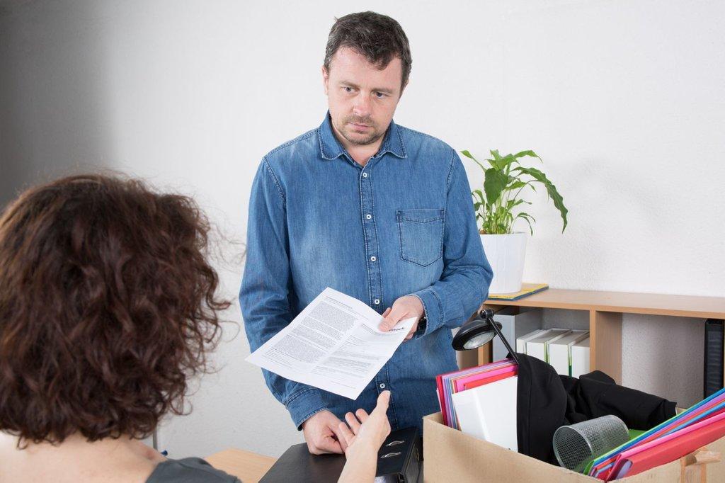 Сотрудник с заявлением об уходе